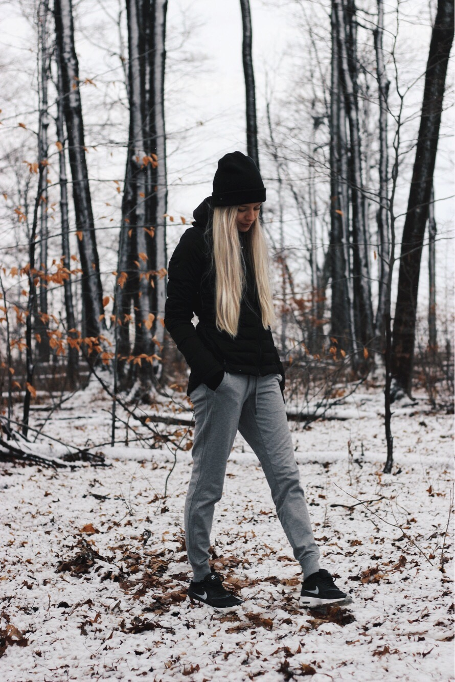 Casual Cozy Winter Outfit, Hiking Outfit, Lululemon Coat, Alex Gaboury