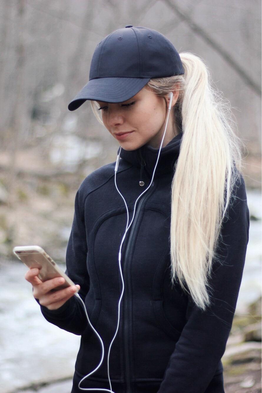 5 reasons why i walk everyday, alex gaboury, lifestyle, hamilton, toronto, ontario, hiking, long hair, hairstyles, long hairstyles, lululemon, podcasts