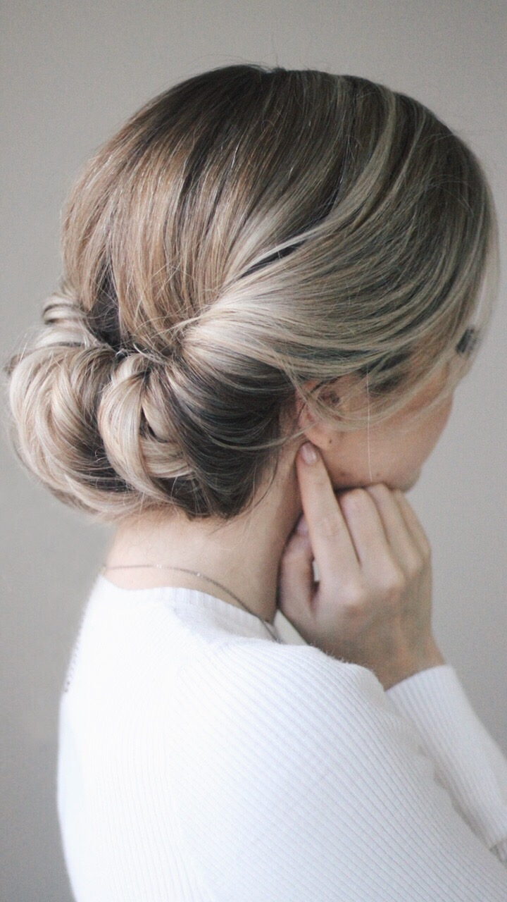 The Perfect Easy Messy Updo