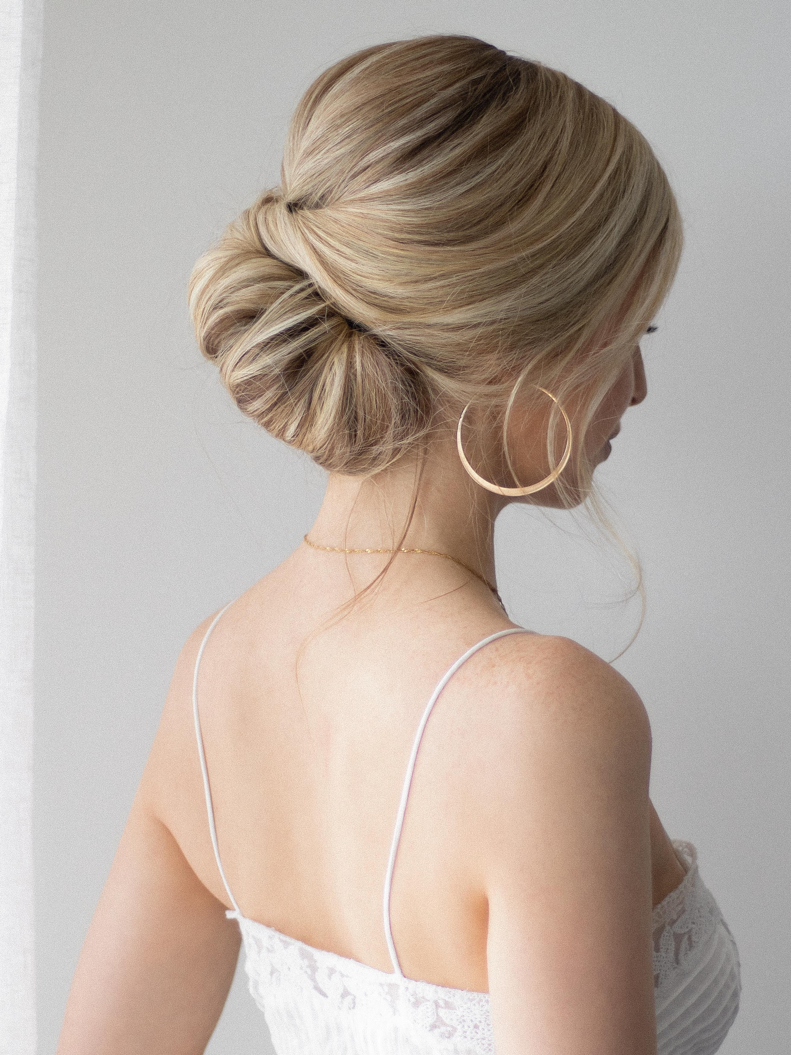 EASY UPDO FOR SHORT HAIR, THE PERFECT WEDDING HAIRSTYLE www.alexgaboury.com