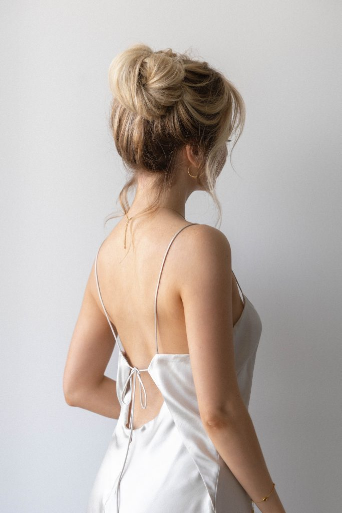 3 CHIC FRENCH GIRL HAIRSTYLES FOR SUMMER 2021 | Messy Bun